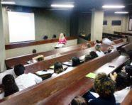 """Doutora em nutrição realiza palestra sobre """"Cuidado nutricional da doença renal crônica"""" no Hospital Ana Nery"""